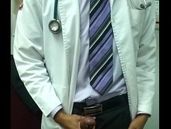 Mi doctor se pajea frente a mi